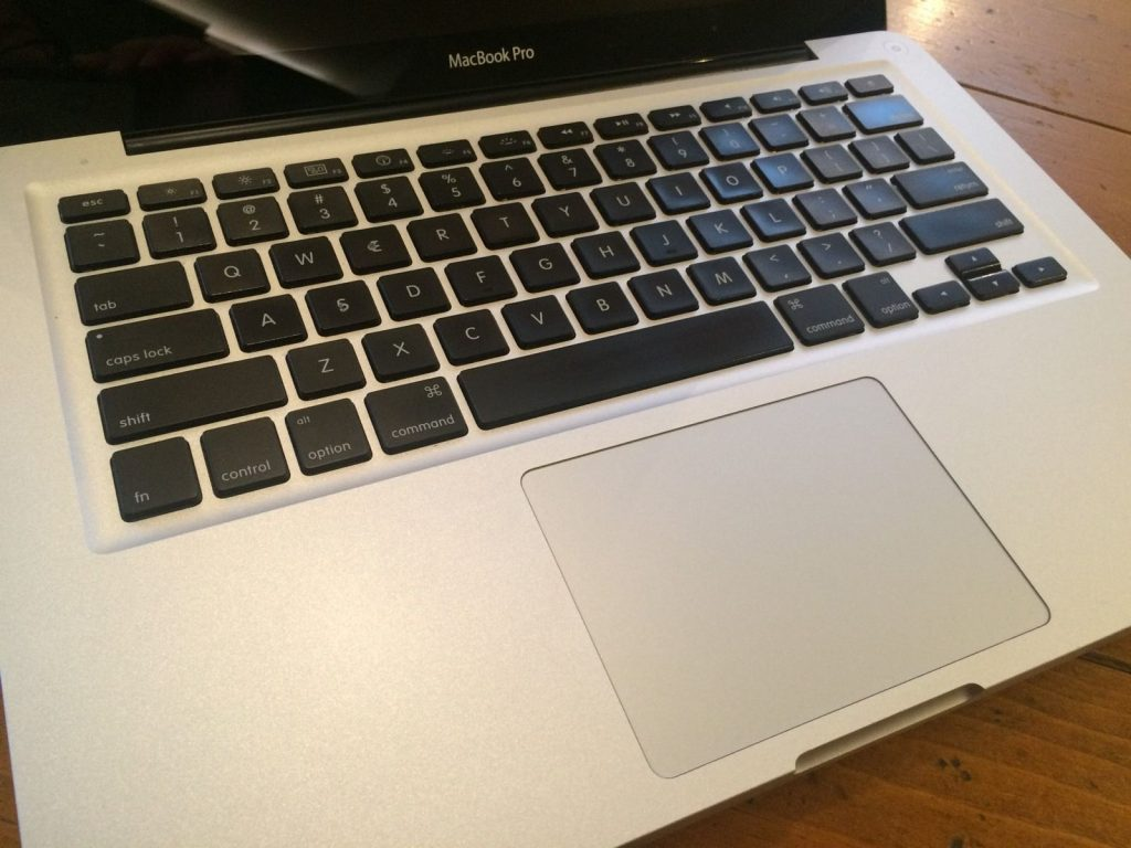 great-condition-apple-macbook-pro-133-laptop-2011-_57